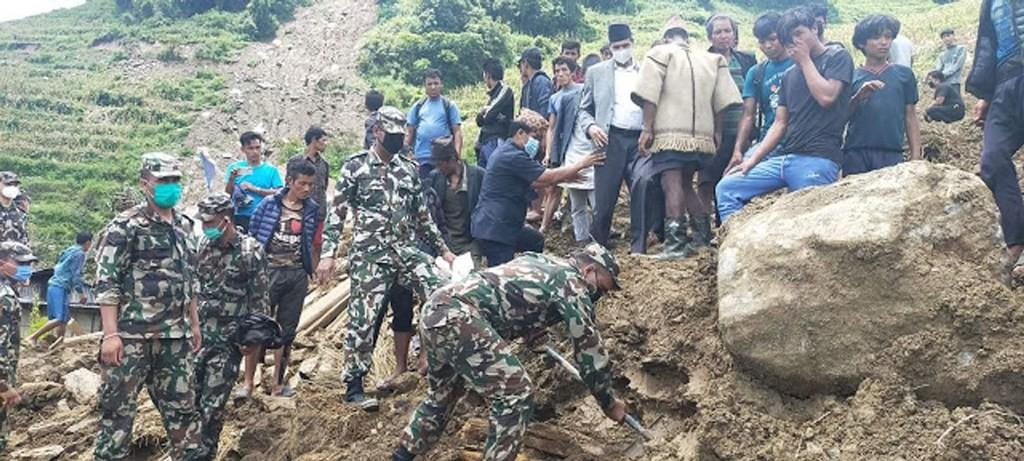 सिन्धुपाल्चाेक लगायत विभिन्न स्थानमा गएकाे पहिराेमा परेर १७ जनाको मृत्यु, २८ बेपत्ता