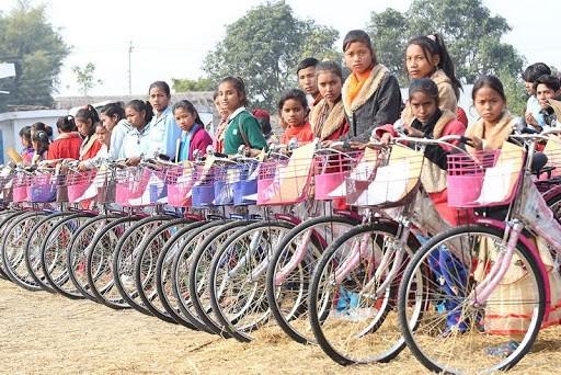सामुदायिक विद्यालयका ३३० छात्रालाई साइकल