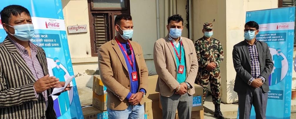 रेडक्रसद्धारा धनगढीमा अस्पताललाई भेन्टिलेटर र सुरक्षा सामग्री हस्तान्तरण