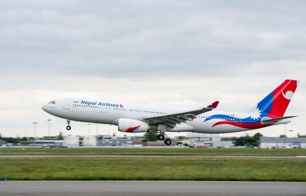 नेपाल एयरलाइन्सको जहाजबाट मलेशियामा अलपत्र १७ नेपालीकाे शव ल्याइँदै
