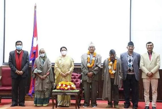 दाहाल र रामदयाल महेन्द्रनारायण निधि राष्ट्रिय पुरस्कारबाट सम्मानित