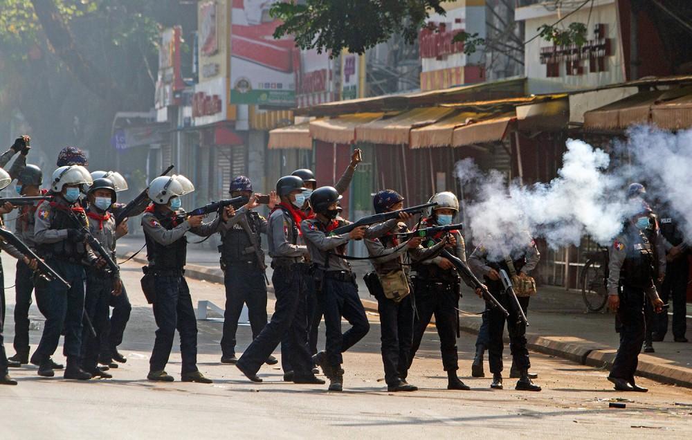 म्यानमारमा सैनिक 'कु' को विरोध प्रदर्शनमा २० जनाको मृत्यु