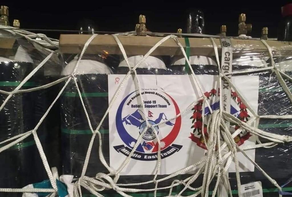 ओमानबाट ५६० थान अक्सिजन सिलिण्डर काठमाडाैं ल्याइयाे