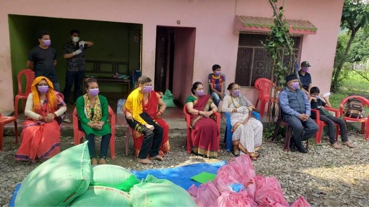 दाङका अति विपन्न ७० घर–परिवारलाइ राहत स्वरुप खाद्यन्न वितरण
