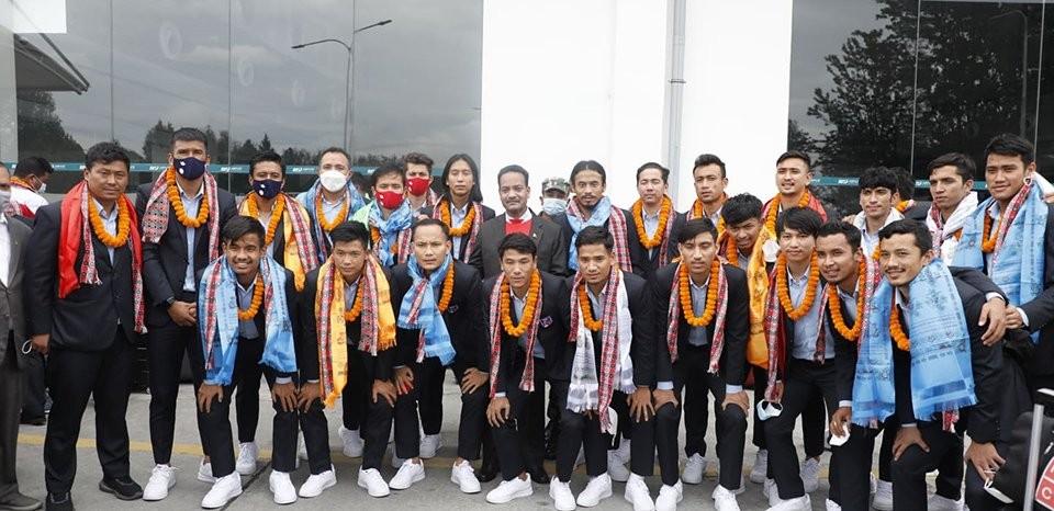 नेपाली राष्ट्रिय फुटबल टोली स्वदेश फर्कियाे,विमानस्थलमा भव्य स्वागत