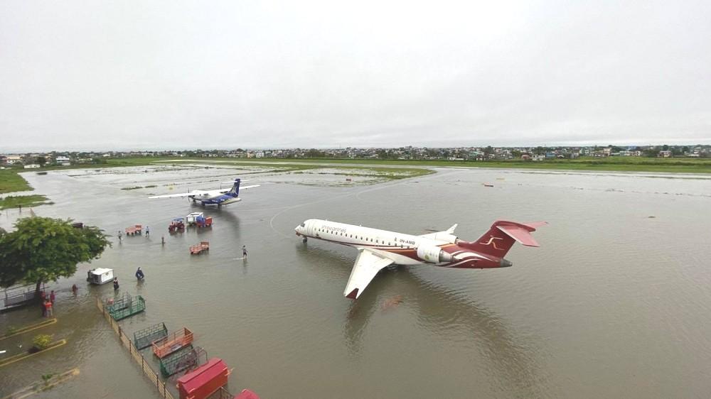 विराटनगर विमानस्थलमा बाढी पस्याे, सबै उडान स्थगित